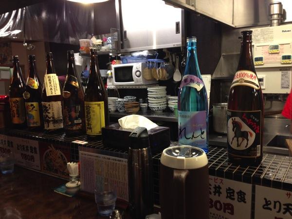 うどん・うばらの店内のお酒