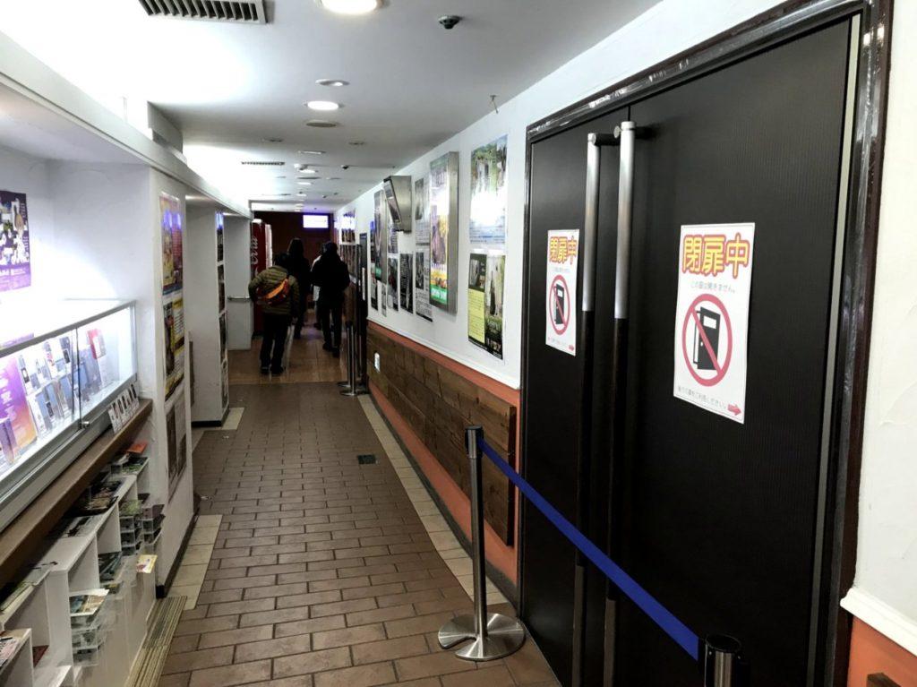 塚口サンサン劇場の廊下