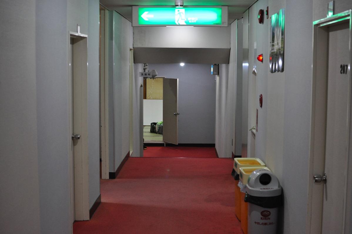 村岡の旅館「さかえ」の廊下
