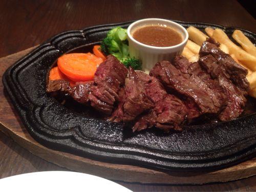 神戸牛ステーキが1,000円〜台で食べられる!ヨドバシ梅田8F「BLAダイナー」で孤独のグルメ。
