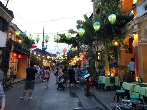 ランタンの火が灯る夜景が美しいベトナム・ホイアン。グルメも堪能!