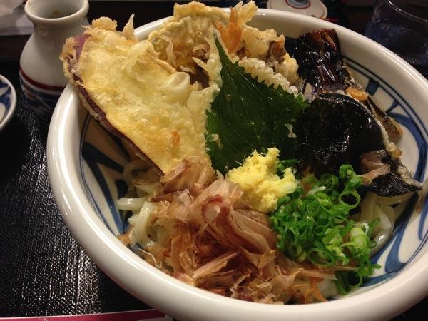 鳥天&野菜の天ぷらがサクサクうまい!大阪・上本町のうどん「饂飩工房・うばら」。