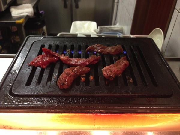 ひとり焼肉はここや!1000円以下の天王寺・焼肉ランチ「かどや」。
